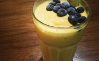 破壁机怎么做奶昔?芒果蓝莓奶昔的做法